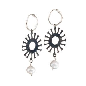 Pearl dangle earrings / Oxidized silver earrings / Sun earrings / Black and white