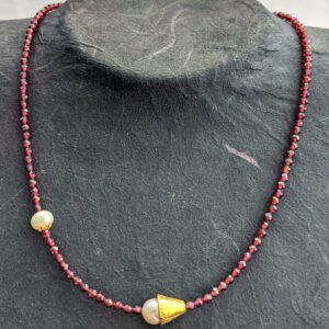 Necklace with Garnet and Pearls