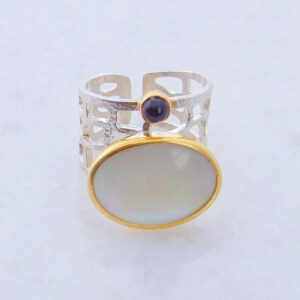 Oval Cabochon Mother of Pearl Ring