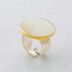 Round Cabochon Mother of Pearl Ring
