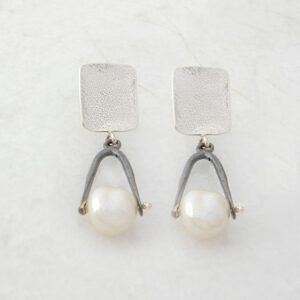 Dangle Earrings with Pearls